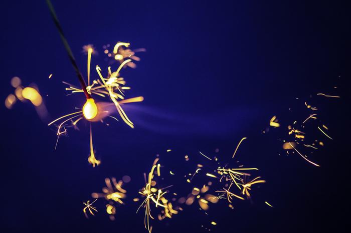 夏といったらやっぱり花火!大人になってから楽しむなら、ちょっと上質な花火はいかがでしょうか。そこで、この夏楽しみたい、国産の手持ち火をご紹介したいと思います。合わせて打ち上げ花火を観覧するのに便利なアイテムたちもご紹介。 目で見て、音を聞いて、香りを感じる夏の風物詩は夏の思い出を色濃くしてくれますよ。