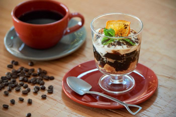 その名も「大人のコーヒーゼリーパフェ」 ほろ苦いコーヒーにバニラビーンズの風味がフワッと広がり、口溶けのよいパンナコッタと好相性!