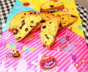 かぼちゃペーストを練り込んだ優しい甘さでお子様にも喜ばれそう。ハロウィンの季節にもおすすめです。