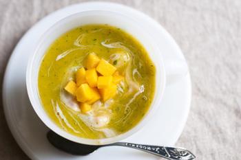 ガスパチョはスペインの冷製スープ。トマトなどの野菜で作るのが定番ですが、こちらはマンゴー、桃、バナナの完熟フルーツをたっぷり使ったビタミンやミネラルがたっぷり入った一品。ヨーグルトも入っているので朝食にもおすすめです。