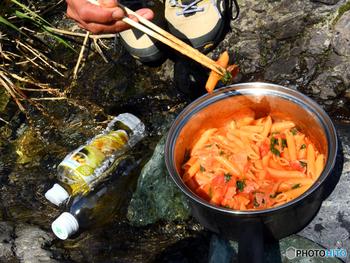 中津渓谷上流にある「夢の森キャンプ場」は、キャンプサイト、炊事場、トイレ完備された無料のキャンプ場です。美しい仁淀川を眺めながら、外で食べる食事は美味しいですよね。
