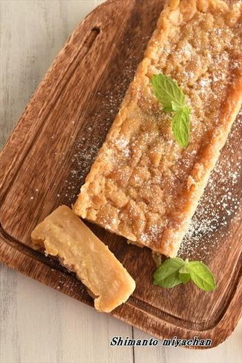 市販のプリンを使った簡単ガトーインビジブル。材料もりんご、バター、プリンにホットケーキミックスとたった4つで作れちゃうのでお菓子作りは苦手という方でも挑戦しやすそうです。