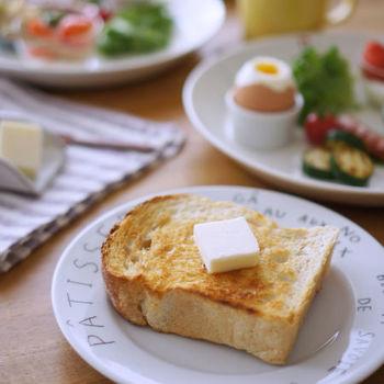 パンには欠かせないバターを、いつもの使っているものよりちょっぴりいいのもに変えてみるだけで、朝食のスペシャル感がぐっと上昇!