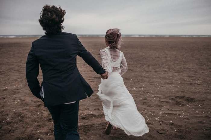 結婚が決まったら毎日幸せなはずなのに、なんか違う…。生活リズムのズレや考え方の違いからくる違和感、ささいなもめ事など、どこまで我慢したらいいのか...ストレスが溜まってきたらどうしよう?など原因は様々。今回は、そんなマリッジブルーの不安な気持ちを和らげる方法や、お互いが歩み寄ることで幸せな結婚生活へと繋がる方法を紹介します。
