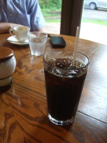暑い夏に飲みたくなるアイスコーヒー。酸味が少ないのでブラックでも飲みやすいと評判です。まずはミルクやガムシロップを入れずに一口飲んでみてくださいね。