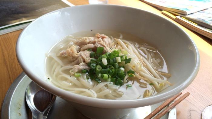 つるりとした麺がおいしいベトナムの「フォー・ガー」は、辛いものが得意でない方にもおすすめのメニュー。本格的なエスニックがいただけると評判です。