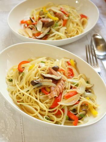 たっぷりの野菜を入れたパスタに塩きのこを入れるだけで香りも美味しさもアップ!パスタのゆで汁にしっかり塩を入れればあとは塩きのこの塩分だけでOKなのも簡単でいいですね。