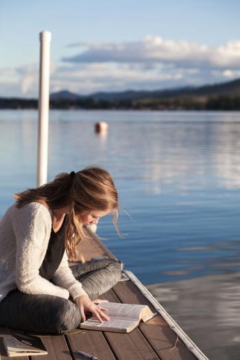 普段は分厚い本を読む機会がない人も、この夏は、じっくりと長編小説を読んでみましょう。読み終わる頃には、感動で涙したり、すっきり爽やかな気持ちになったり。今まで知らなかった世界に触れられるかもしれません。心を動かされること間違いなしですよ。