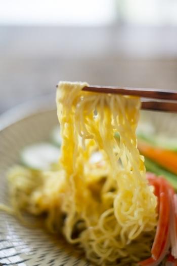 今回ご紹介するのは、冷やし中華・そば・そうめんを使ったお弁当。食べやすくするための工夫や、保冷の仕方など、麺類ならではのコツがいろいろ登場します。