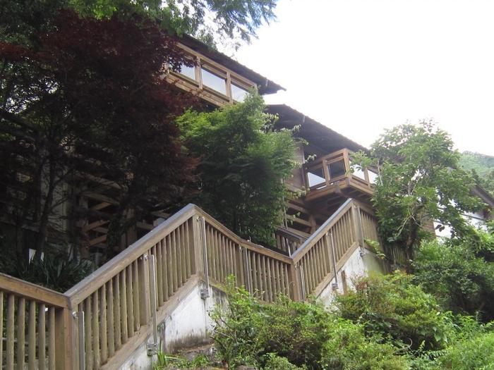 中津渓谷にあるお宿「ゆの森」。見晴らしが素晴らしく、絶景を独り占めできる「コテージ」が人気です。