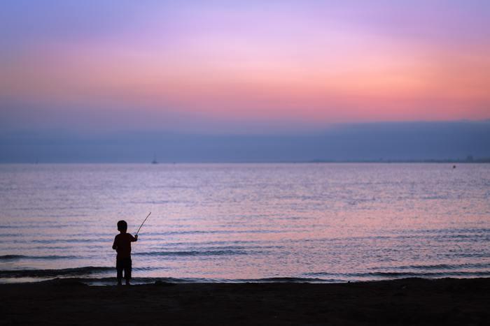 湯川教授と恭平の心の交流や、登場人物それぞれの思いに胸を打たれること間違いなし。まるで目の前に映像が浮かぶような、夏のきれいな海の描写も見事です。衝撃のラストに涙する人も多いのではないでしょうか。
