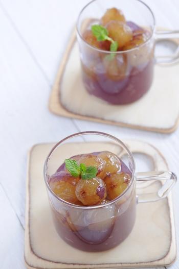 糸寒天を使って作るぶどうのゼリー。後味スッキリの食感で、ぶどうの香りと甘みがじゅわーっと広がります。大粒のぶどうがごろごろ入っていて、とっても贅沢なスイーツです。