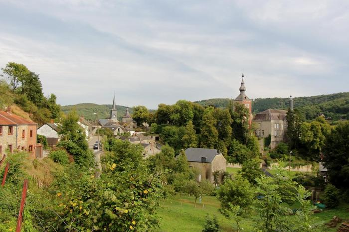 「フランスの美しい村」に比べると、まだ観光地化が進んでおらず、ありのままの緑あふれる姿を楽しめるのがワロン地方の村々の一番の魅力。24個大小それぞれの村ですが、中には数百人程度の村人が暮らす、本当に小さな小さな村もあります。日本での日常の喧騒を一時忘れてのんびりと過ごすのにはぴったりな場所と言えるでしょう。