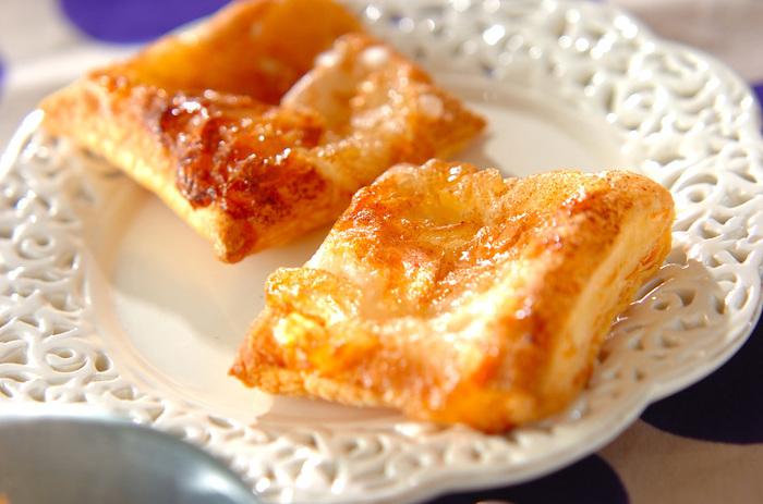夏だって食べたいアップルパイ。りんごジャムを使ってオープンパイに!1枚のパイシートで4枚作れるそうですよ♪