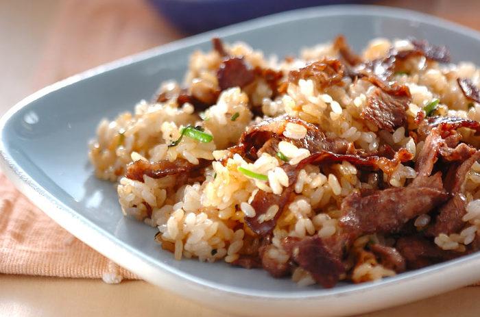 牛肉をたっぷりと入れた、贅沢なガーリックライス。クレソンを刻んで加えるのがポイントだとか。うまみとコクとともに、さっぱりとした後味があり、バランスよくまとまります。