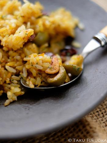 シンプルな材料で簡単にできて、にんにくの風味豊かで味わい深いガーリックライス。メイン料理の味さえも引き立てる、おいしいガーリックライスをマスターして、スタミナいっぱいの食卓にしてみましょう。