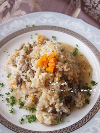 舞茸から出るダシで煮込む玄米リゾット。ミモレットチーズを加えてうまみを添え、立体感のある味わいに。