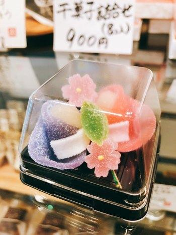 店内ではテイクアウト可能なお菓子も販売されています。  季節によっては店内でいただくだけでなく、テイクアウトして屋外でお菓子をいただくのもよいかもしれませんね。