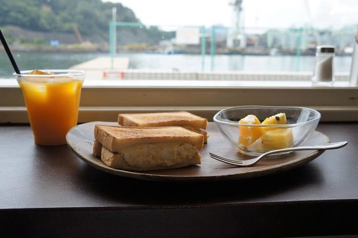 広島を訪れたらぜひ立ち寄っておきたい、おしゃれでおいしいカフェをご紹介しました。  人気店から隠れ家的カフェなど様々あり、毎日日替わりで立ち寄るのも良いですね。  広島でのんびりカフェタイムを楽しんでみてくださいね♪