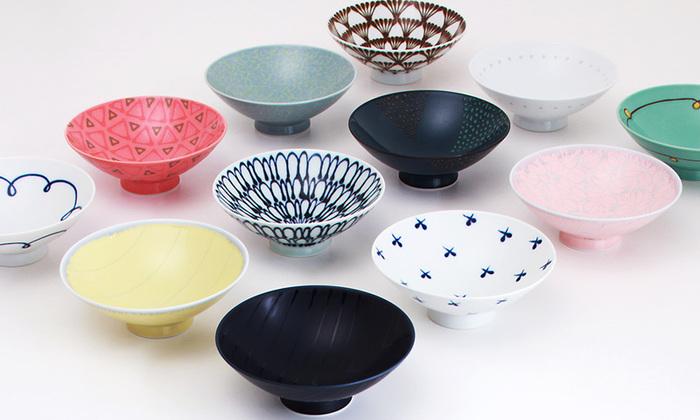 彩り豊かで選ぶのに迷う平茶碗。柄を統一せずに気に入った物から一つずつ集めて、来客用にしたりコレクションしても楽しいですね。