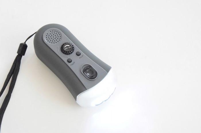 懐中電灯や携帯ラジオなど、使いたいときに電池が切れていては意味がありません!9月1日や、3月11日など、防災について考えやすい日に中身を確認する習慣をつけておくといいですね。家族の年齢や形態等によって必要な防災用品も変わるので、適宜中身も入れ替えておきたいです。