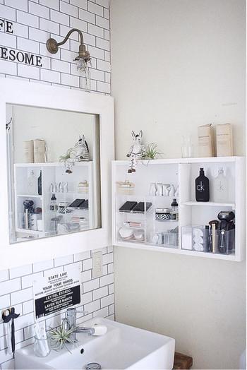 洗面所周りに増えやすいメイク道具も、ジャンルごとに分けると統一感が出ます。置く場所が決まっていると、散らからりにくいのもいいですね。