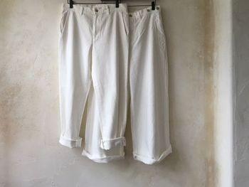 清潔感のあるホワイトのパンツは、どんな装いも爽快なイメージにしてくれる優秀ボトム。この時期になると、ついつい手が伸びてしまうという方は多いはず。  そこでマスターしたいのが、ホワイトパンツの素敵な着回し方法。フェミニン派とクール派に分け、その2テイストに合う着こなしパターンをQ&A形式でお届けします♪