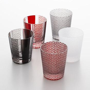 吉祥柄である「喜久繋(きくつなぎ)」と呼ばれるモチーフのグラス。繊細な伝統柄のグラスで菊見酒を楽しんでみてはいかがでしょうか?