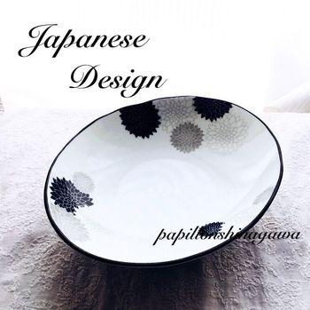 モノトーンの色使いで、和モチーフなのにどこか洋食器の雰囲気の盛鉢です。汁気のある煮物をざっくり盛るだけで絵になる楕円形のデザインです。