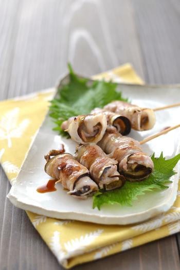 梅肉のサッパリとした風味が、食欲のない日にもぴったり。くるくる巻いて、串に刺せば居酒屋風レシピの出来上がり。