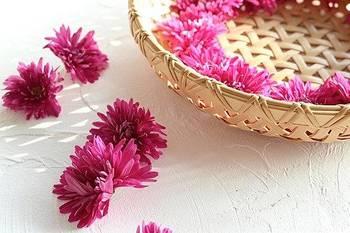 菊の花のバラし方など、基本的な下ごしらえが画像付きで詳しく解説されています。