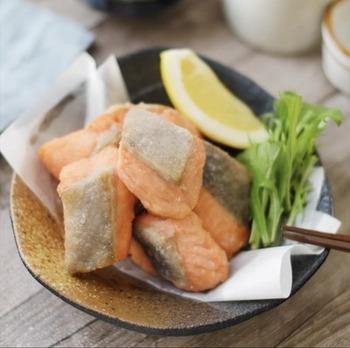 北海道では、鶏肉だけでなく、魚介や豚肉などを使った唐揚げも「ザンギ」といいます。こちらは、鮭のうま塩ザンギ。北海道らしい食材で作るザンギもいいですね。