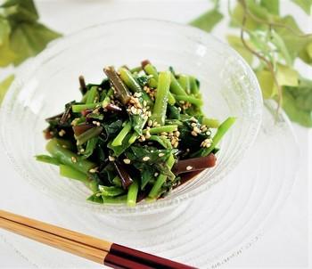 こちらはごま油とニンニクベースのツルムラサキのナムルです。独自の粘りが食欲をそそります。細かく刻んで、韓国海苔と一緒にお豆腐乗せても美味しそう!夏の野菜はそのシーズンに必要な栄養素を豊富に含んでいます。簡単な調理でも良いので旬のものを意識して摂取するように心がけましょう!