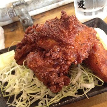 北海道の人たちが愛する、カラッと揚がった香ばしいザンギ。お好みで、調味料や粉の種類、配合などを変えたり、いろいろと試してみるのも楽しそうですね。北海道の居酒屋さんをふらりと訪れたような気分で、今夜はザンギにしてみませんか?