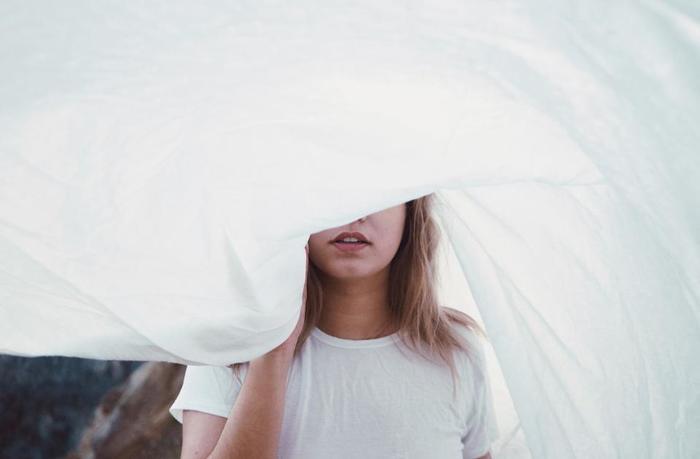 本音とは、その人が心の底から感じている揺るぎない想いであり、反射的につい飛び出してしまうような激情はただの上辺に過ぎません。「あなたは何もわかっていない」と相手が怒っているのなら、その裏に隠れている「あなたに私をわかってほしい」という願いこそが、本当の本音と呼ぶべきものの正体なのです。 時には思い切り喧嘩してみるのもいいですが、その時には相手の言葉の奥底にひそむ本音の正体をほんの少し想像してみて下さい。もしかしたら、いつもよりちょっと早めに仲直りできるかも…。