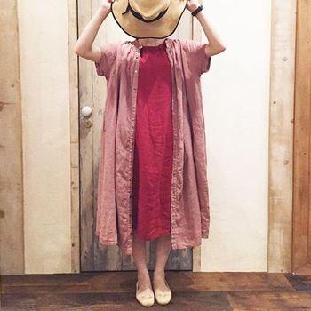 レッドとピンクの色合わせがフェミニン♪どちらにも少しくすみ感があるので、しつこくなく落ち着いた色調になっています。