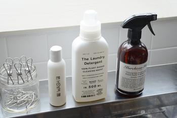 また、スプレーボトル容器に1:4(洗剤液:水)の割合で薄めた液は、水回りのお洗濯に活躍してくれる万能洗剤になります。わずかな量でしっかり汚れを落とし、自然に還ってくれる便利な洗剤です。