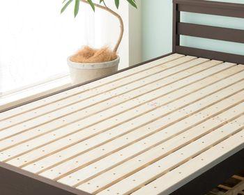 すのこベッドの特徴は、風通しが良いこと。あまり頻繁に布団を干せない忙しい方に特におすすめです。