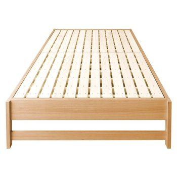 まず、ベッドフレームと足になる部分各4辺の木材を切りだし、留め合わせます。足部分がしっかり固定されるように板を渡すのもお忘れなく。フレームが完成したらサイズに合わせたすのこをはめ込みます。すのこはしっかり固定しても、はめるだけでもどちらでもOKです。