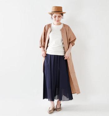 夏に活躍した白Tコーデにシャツワンピースを羽織れば、それだけで秋コーデの完成です。その日の気温に合わせて、半袖、七分、長袖のシャツワンピースを使い分けてみて下さい。