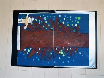 大きな絵は、2つに切ってファイリングすると、見開きで見やすくきれいに保存できます。