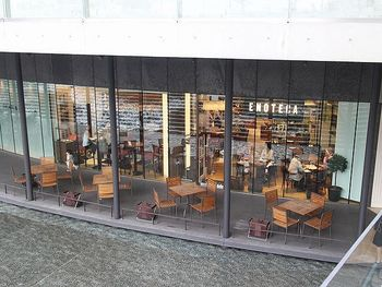 JR大阪駅にもっとも近いグランフロント南館前のうめきた広場。地下1Fにある「エノテカ・ミレ」は、オープンテラスもあり良い雰囲気でリーズナブルに食事とワインも楽しめるお店です。