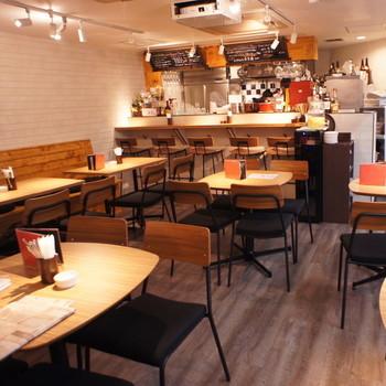 JR大阪駅より徒歩7分と少し遠めですが、安心安全な有機野菜がたっぷり食べられる人気のお店です。