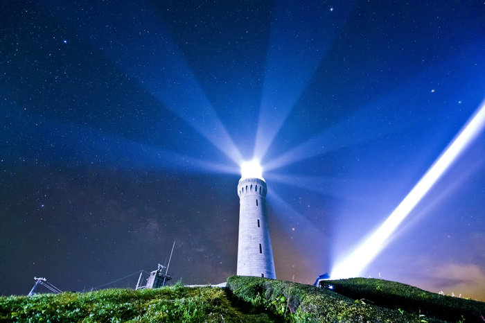 明治9年に石油灯で初点灯された角島灯台は、現在は期間限定でライトアップされています。今年のライトアップは、今年の6月30日~来年の3月24日の日没~午後9時まで。ライトアップされた灯台は、ファンタジー映画のワンシーンのような雰囲気に♪