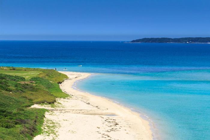 角島には美しいビーチがいくつもあります!なかでも人気なのが、「角島大浜海水浴場」と「しおかぜコバルトブルービーチ」です。