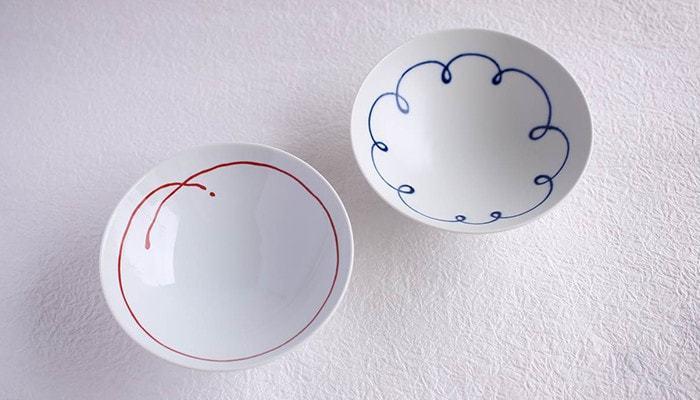 しかし、これを男尊女卑のように捉えてしまう場合もあることから、最近では同じ大きさの夫婦茶碗もたくさん見つけられます。大きさは同じで色や絵柄が異なるもの、など様々な種類の夫婦茶碗があります。ぜひ二人にぴったりのお茶碗を探してみましょう。