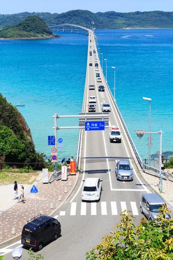 角島大橋の通行料は無料なので、誰でも通ることができます。車でのドライブはもちろん、自転車・徒歩もOK◎青く透き通る海を眺めながらのドライブは最高で、まるで海の上を走っているかのような気分に♪