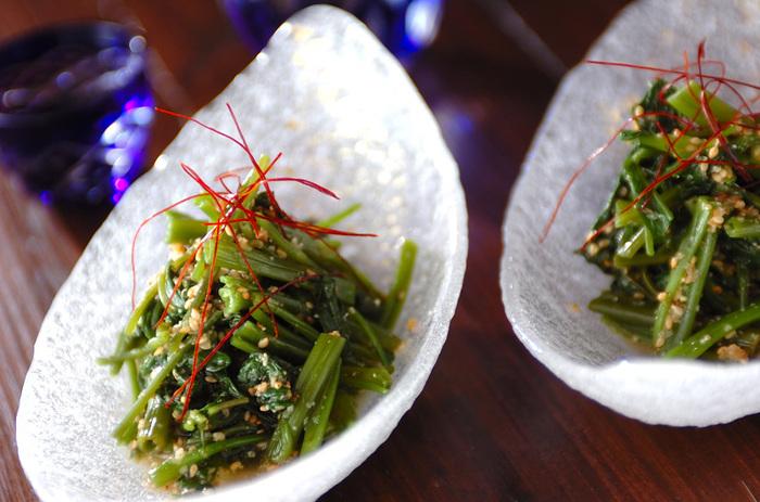 空芯菜も炒めず茹でて砂糖とナンプラーで和えておひたしに。新しい味わいでいつものご飯に飽きた時にオススメのレシピです。炊飯器で作れるカオマンガイなどの付け合わせにもオススメです。