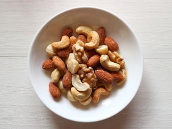 ミックスナッツやお菓子類のピーナッツも美味しいですが、茹でた落花生の美味しさは格別。ゆで落花生は、新鮮な生の落花生からでしか楽しめないので、ぜひ、旬の季節に生落花生を手に入れてみてくださいね!