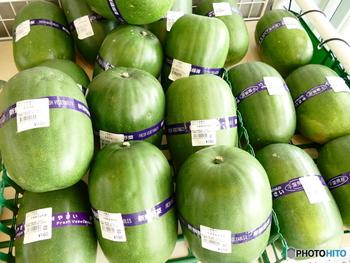 冬の瓜と書く「冬瓜」は、利尿作用があり余分な毒素を体外に排出してくれたり、むくみを防止してくれる作用が期待できます。そして、夏に収穫しても冬まで持つという由来があり、皮が固く保存もきく野菜です。季節の野菜は知れば知るほど面白いですよ。